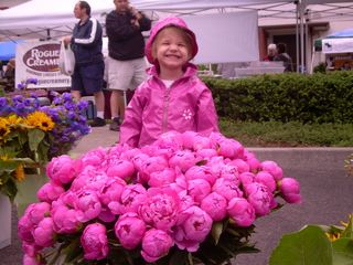 Ava_at_farmers_market_pink_flowers_07[1] (2)