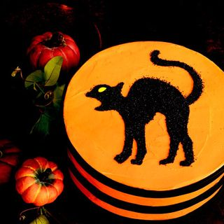 Black-cat-stencil-cake-xl
