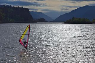 Gorge windsurfing