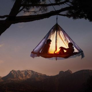 Hanging-tree-tent