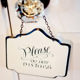 Thumbs_10-do-not-disturb-sign-hotel-vintage