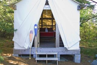 Main_room_gallery_700_contact-voyaging-tent-photo-large