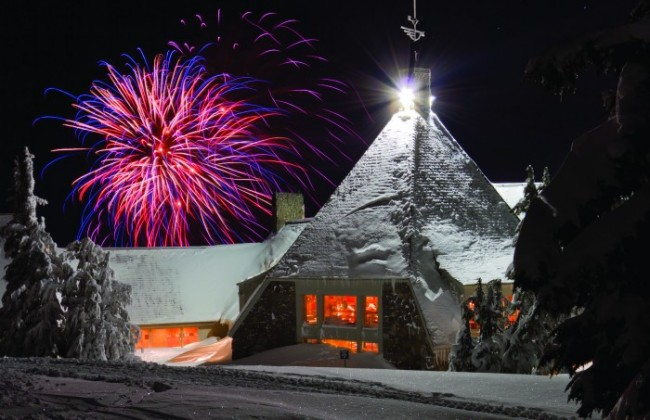 2012-Winter-Oregon-Tours-Government-Camp-Timberline-Lodge-fireworks_fitbox_650x1200